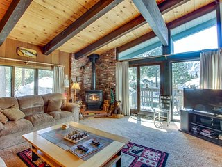A peaceful destination with a shared pool, sauna, and hot tub! - Mammoth Lakes vacation rentals