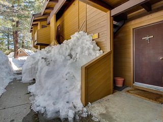 Charming ground-level condo with shared hot tub, pool, sauna, & tennis courts - Mammoth Lakes vacation rentals