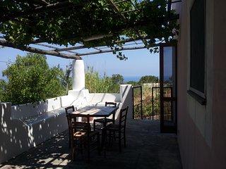 Casa Rosa A - ottima per famiglie, a Malfa centro a pochi passi dalla spiaggia - Malfa vacation rentals