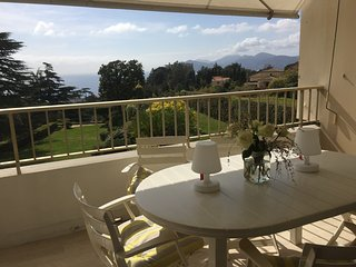 2 PIECES 4 PERSONNES  VUE MER AVEC PARKING - TENNIS & PISCINE - Cannes vacation rentals