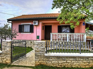 Nice 2 bedroom Apartment in Peruski - Peruski vacation rentals