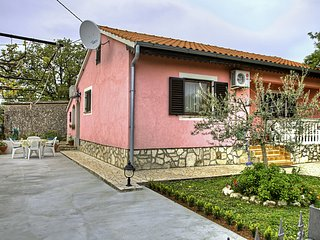 Perfect 3 bedroom Peruski House with Internet Access - Peruski vacation rentals