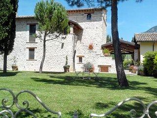 """Casale con piscina e idromassaggio per vacanze in Umbria: """"Appartamento Senape"""" - Precetto vacation rentals"""