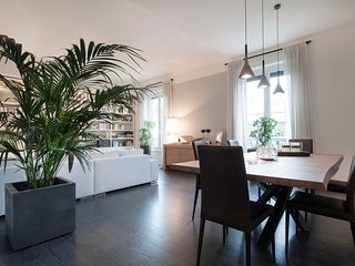 Bright 2 bedroom Milan Apartment with Internet Access - Milan vacation rentals