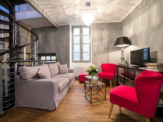 Exceptional 2 bd apartment in Sarlat, sleeps 4, Wifi & washer/dryer - Sarlat-la-Canéda vacation rentals