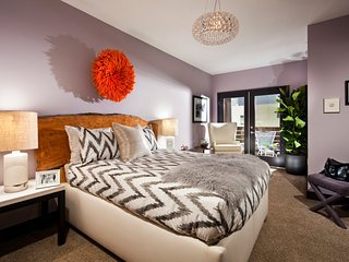 Luxurious PRIME LOCATION Hollywood *LOW RATE* Walk of Fame Condo with Parking - West Hollywood vacation rentals