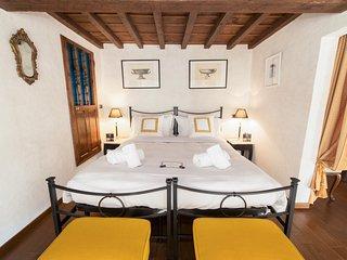 HEMERAS BOUTIQUE HOUSE SERVI - Florence vacation rentals