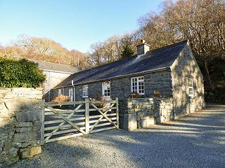 FARCHYNYS COURT COTTAGE, fantastic views, character features, near Barmouth - Dolgellau vacation rentals