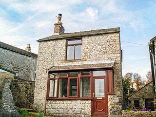 THE NOOK, detached cottage, two bedrooms, open fire, courtyard garden, in - Blackwell in the Peak vacation rentals
