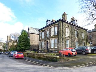 1 SOUTHGATE, first-class accommodation, walking distance of town amenities - Buxton vacation rentals
