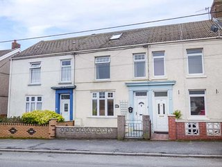 HAFAN DAWEL, mid-terrace, close to beach, snug, in Burry Port, Ref 953920 - Pembrey vacation rentals