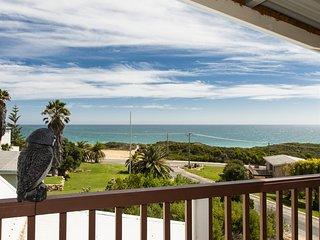Ocean Vista - Large Modern Home With Ocean Views. - Guilderton vacation rentals