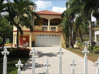 Villa Casa Maria (WIFI) 4100sq ft Walk onto beach . Video of home available - Hatillo vacation rentals