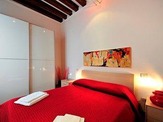 Amazing Canal View Apartment in Venice! - Lido di Venezia vacation rentals
