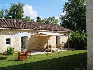Le Gavachon - Gite Rural 5 couchages, parc 15 ha avec piscine et tennis - Leboulin vacation rentals