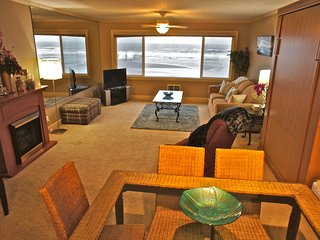 Deluxe Family Suite - Beachfront with incredible ocean view - Lincoln City vacation rentals