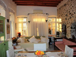 Cozy 2 bedroom Hermoupolis House with Internet Access - Hermoupolis vacation rentals