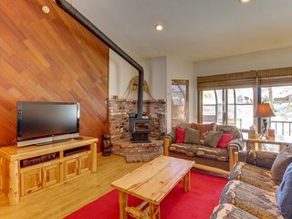 Dog-friendly mountain cabin with a fireplace and a private hot tub! - Mammoth Lakes vacation rentals