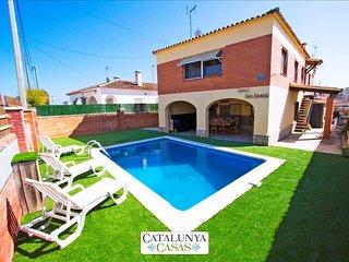 Awe-inspiring villa in Roda de Bara, walk to the beaches of Costa Dorada! - El Roc De Sant Gaieta vacation rentals