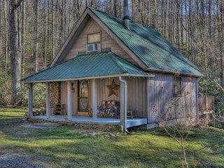 Romantic 1 bedroom Fleetwood Cabin with Deck - Fleetwood vacation rentals