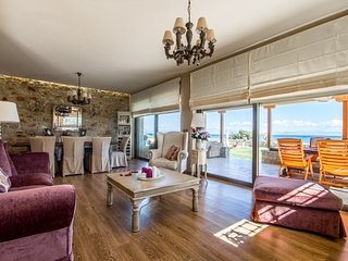 Bright Villa with Internet Access and A/C in Paralio Astros - Paralio Astros vacation rentals