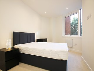 Central Reading brand new apartment, near to station, buses and Oracle complex - Reading vacation rentals
