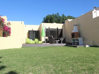 LOVELY HOUSE IN VILAMOURA/IDEAL FOR 4 PAX/2WC/PRIVATE GARDEN AND SHARED POOL - Vilamoura vacation rentals
