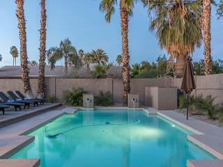 12 BED ESTATE - SLEEPS 20 with HEATED POOL & SPA ❤️ Best Location in Scottsdale. - Scottsdale vacation rentals