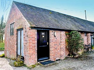 BARN END, Grade II listed, single-storey, dog friendly, ideal for a couple - Acton Burnell vacation rentals