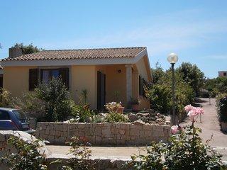 Casa Vacanza indipendente con giardino a 800 mt dal mare spiagge libere - Vignola vacation rentals