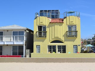 Breathtaking BeachFront w/ Rooftop Deck and Views! - Hermosa Beach vacation rentals