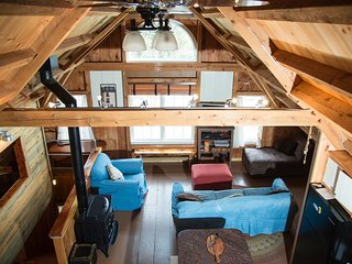 Barnhouse Lodge On 250 Acres, Ski, Tube, Snowshoe - Danbury vacation rentals