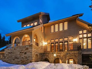 Perfect for families & close to downtown Breck! Pool Table, Hot Tub & MORE! - Breckenridge vacation rentals