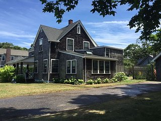 Beautiful four bedroom home in-town Oak Bluffs - Oak Bluffs vacation rentals