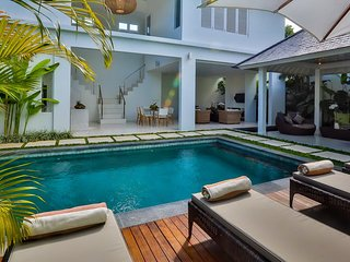 Central Seminyak Villa, 4 bedroom Luxury Tropical Modern with pool and gazebo - Seminyak vacation rentals