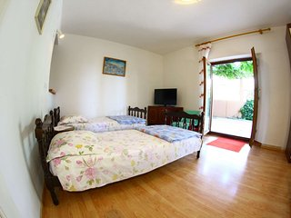 Apartments Maria ground floor apartment near Split (Podstrana) - Podstrana vacation rentals