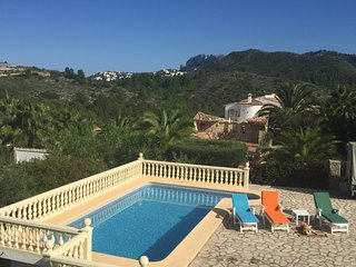 Villa with incredibles views, pool, BBQ and garden - Rafol de Almunia vacation rentals