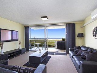 Toorak Court 2 - Beachfront Kirra - Bilinga vacation rentals