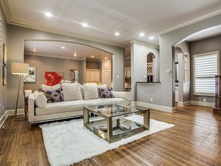 Lux Townhome in Oak Lawn/Uptown and Highland Park adjacent - Dallas vacation rentals