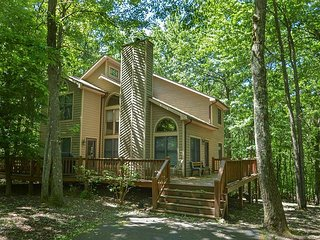 Delightful 3 Bedroom Mountain home with hot tub in private wooded setting! - Oakland vacation rentals
