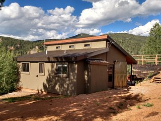 Pikes Peak and Surrounding Mountain Views Secluded but still close to everythin - Divide vacation rentals