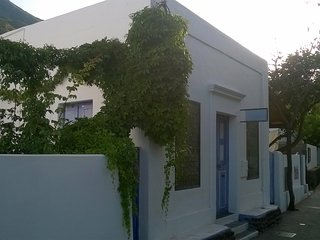 Malvasia large single room apartment nicely decorated 4 beds 250m from the beach - Stromboli vacation rentals