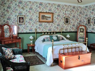 A Pilgrim's Rest Guest House Double Room no 1 - Graskop vacation rentals