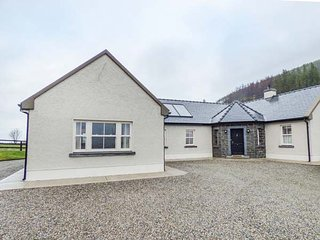 ORMONDE STILE, all ground floor, open plan living area, pet-friendly, WiFi, nr - Nenagh vacation rentals