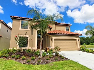 Beautiful 6bed 4.5 baths over Sleeps 12-Gameroom & WIFI Private pool - Kissimmee vacation rentals