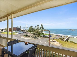 Unwind * 'The Dolphins Beachfront' no 7 - Port Elliot - A View to Remember - Port Elliot vacation rentals