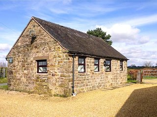 SWALLOW COTTAGE, romantic cottage, countryside views, pet-friendly, WiFi, in Winkhill, Waterhouses, Ref 921495 - Waterhouses vacation rentals