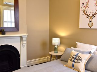 Great inner city location in trendy Northcote - Northcote vacation rentals