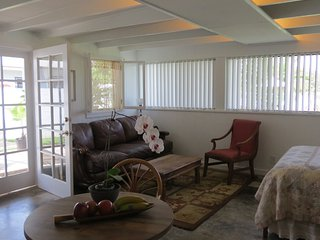 Nice Studio with Internet Access and A/C - Kailua vacation rentals