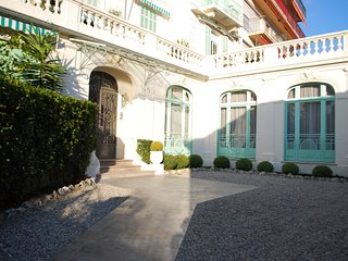 Amazing Sea View,Cannes Central yet calm, 1850's architecture, - Cannes vacation rentals